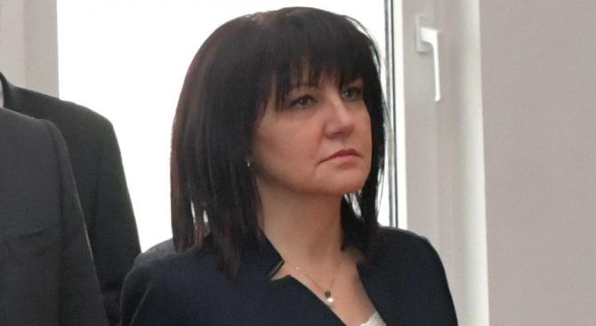 Караянчева: Бяхме под натиск, затова въведохме машинното гласуване