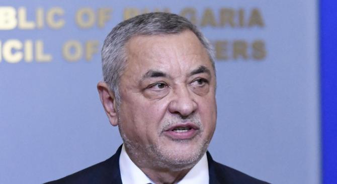 Симеонов подозира интереси зад отказа на ГЕРБ да подкрепи предложението за забрана на пушене на наргиле на закрито