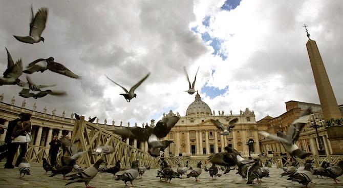 Нищо не бе намерено в двата гроба, отворени днес във Ватикана