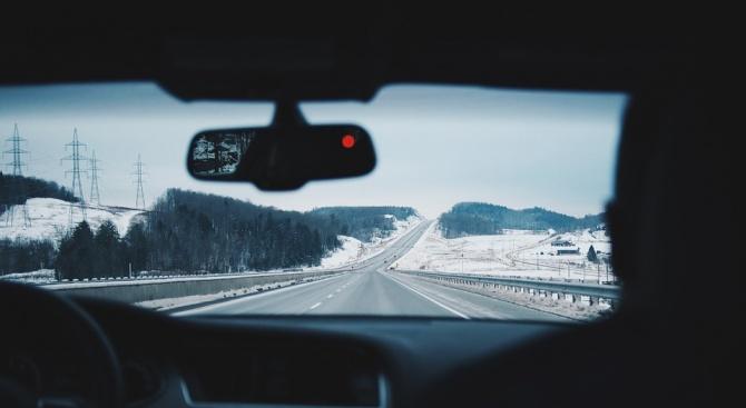 Искат кандидат-шофьорите задължително да придобиват умения зашофиране на АМ, при намалена видимост и в засилен трафик