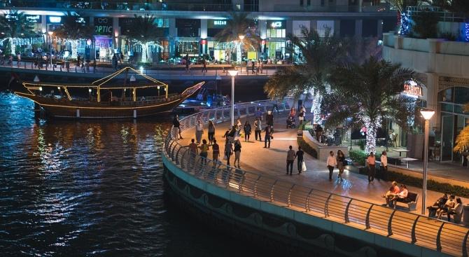 Туристите в Дубай вече могат да купуват алкохол в специализирани магазини
