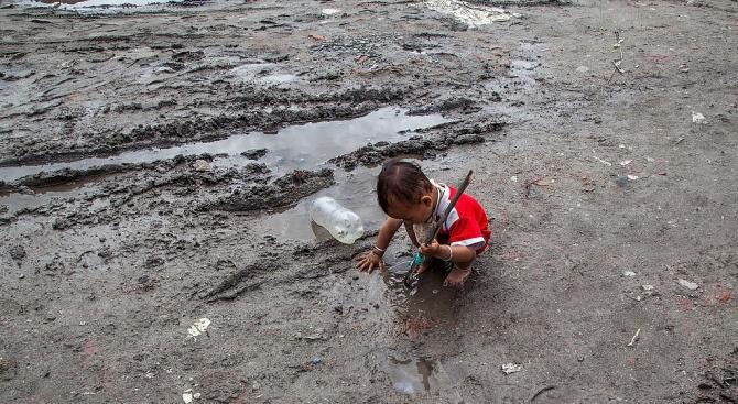 43 са вече жертвите на катастрофалните наводнения в Непал, предадоха