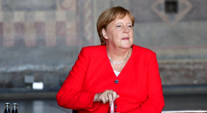 "Германският всекидневник ""Франкфуртер алгемайне цайтунг"" коментира, че германската канцлерка Ангела"