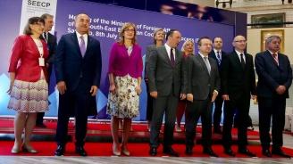 Захариева в Сараево: България ще споделя опита си в реформите със страните от Западните Балкани