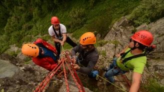 Планински спасители издирват 50-годишна жена в гористата местност на Драгоман