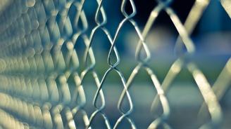 Затвор за мъж пребил, завързал със сезал и държал заключена жена си