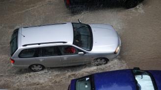 """Пороен дъжд вали в Смолян, обявен е """"оранжев код"""" за гръмотевични бури"""