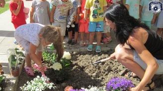 """""""Ден на цветята"""" отбелязаха детски заведения в община Несебър"""