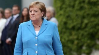 Близо 2/3 от германците: Здравословното състояние наМеркел е личен въпрос