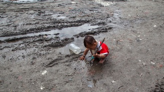 Десетки жертви на наводненията и свлачищата в Непал