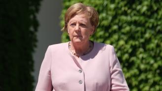 Меркел пристигна в Парижза участие в тържествата занационалния празник на Франция