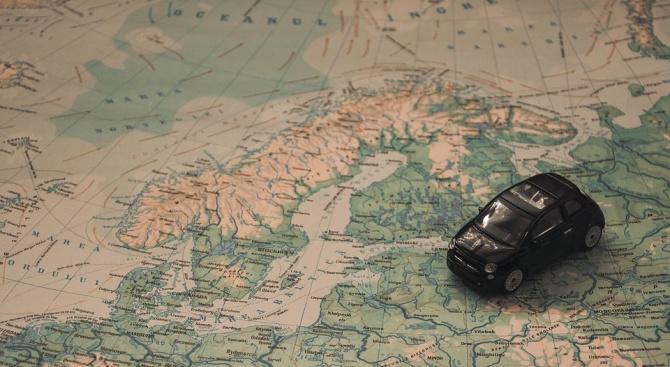 Германец, останал без бензин на стеснение на пътя, причини 10-километрово