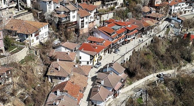 38 улици и площади в старата част на града са