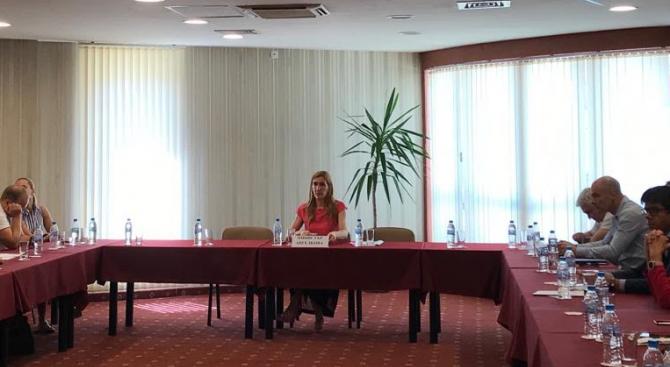 Мнистърът на туризма Николина Ангелкова проведе в курорта Златни пясъци
