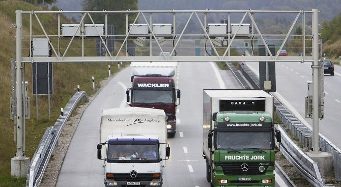 Натоварен участък от германска автомагистрала беше затворен, след като камион,