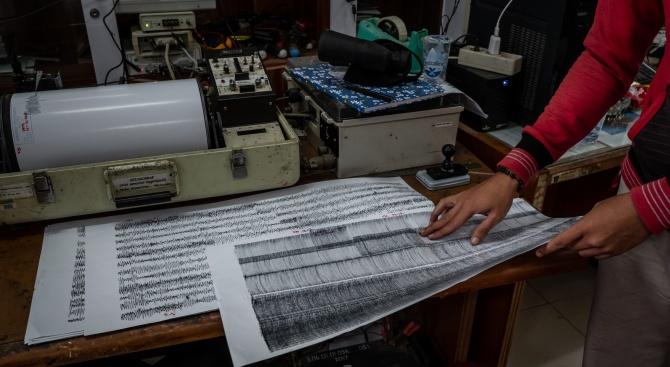 Земетресение удари остров Бали, причинявайки щети на жилища и храмове
