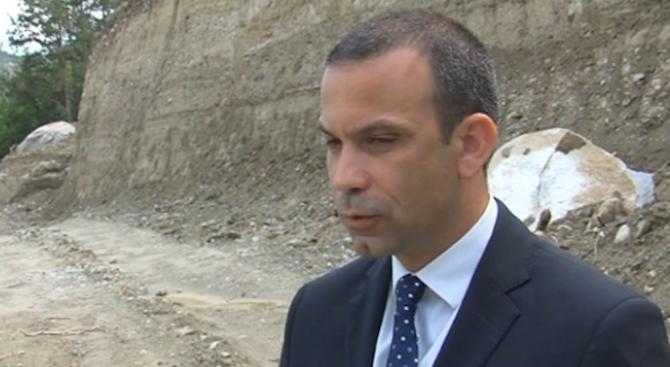 Кметът на Сандански отговори на Яне Янев дали строи незаконно в парка на града