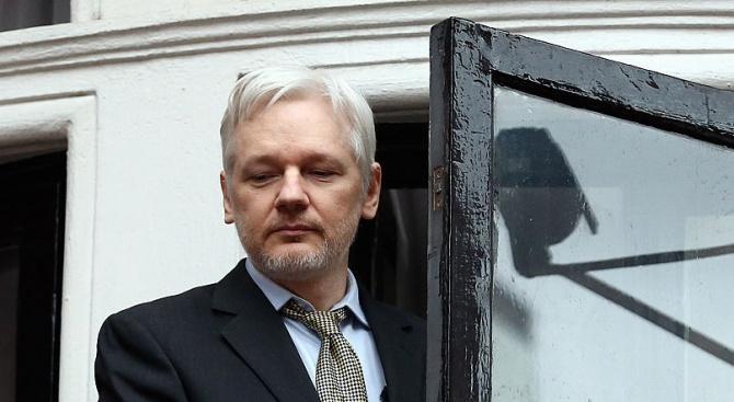 Основателят на WikiLeaks Джулиан Асанж се е намесвал във вота