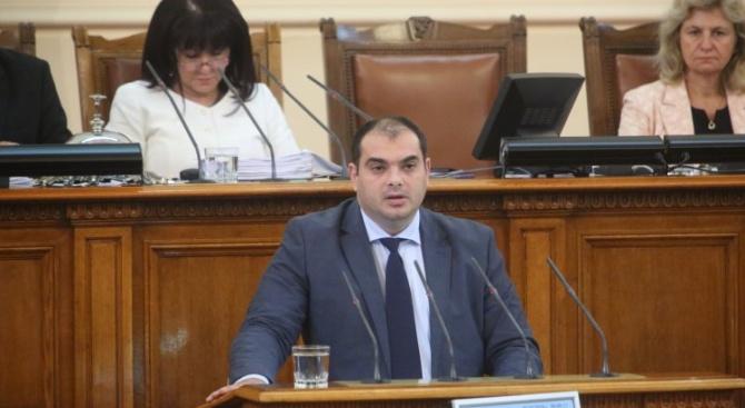 Депутатът от БСП Филип Попов направи една дисекция на спора