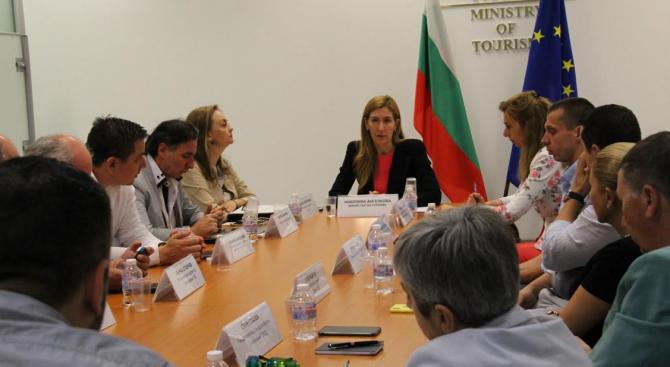 Министърът на туризма Николина Ангелкова проведе работна среща с представители
