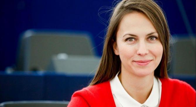 Избраха Ева Майдел за председател на групата на младите депутати от ЕНП
