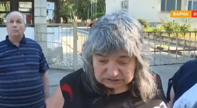 Дупка на тротоар едва не уби две слепи жени във Варна