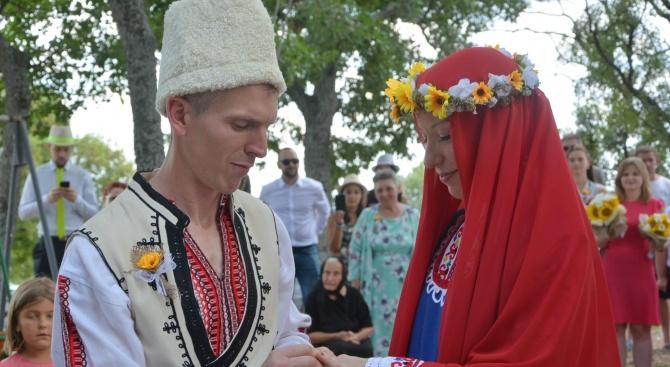 Българка и англичанин избраха село Хухла пред Албиона за венчавката си