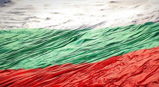 На Рожен разгърнаха 320-метрово българско знаме