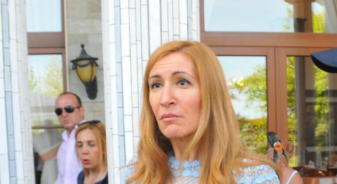 Николина Ангелкова: Да искаш 70 лв. за чадър не е окей