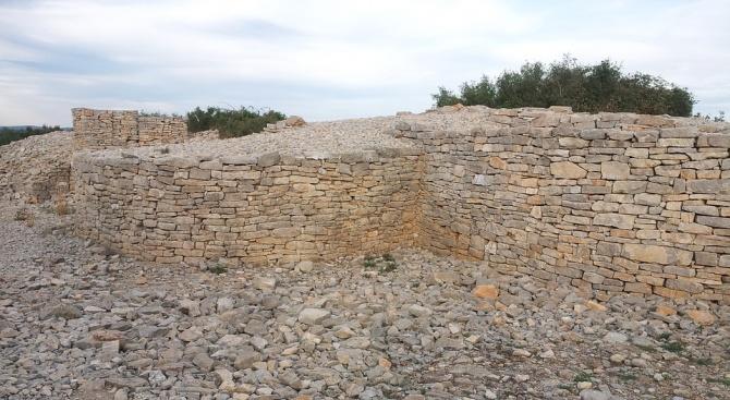 Руините на древна джамия от 7-ми или 8-ми век бяха