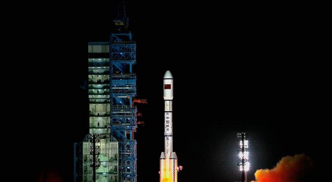 """Китайската космическа лаборатория """"Тянгун-2"""" изгоря при връщането в земната атмосферата"""
