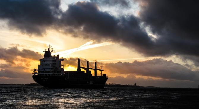 Иран заяви, че екипажът на задържания танкер под британски флаг ще остане на борда до края на разследването