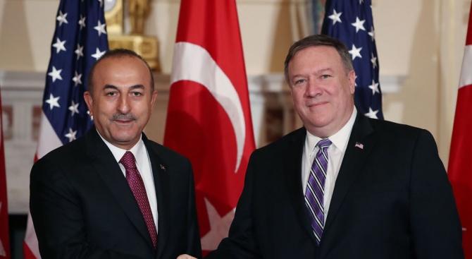 Министърът на външните работи на Турция Мевлют Чавушоглу и държавният