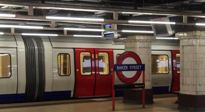 Сълзотворен газ беше пръснат в лондонското метро по-рано през деня.