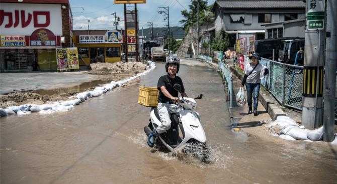 Десетки хиляди получиха заповед за евакуация заради проливни дъждове в Западна Япония
