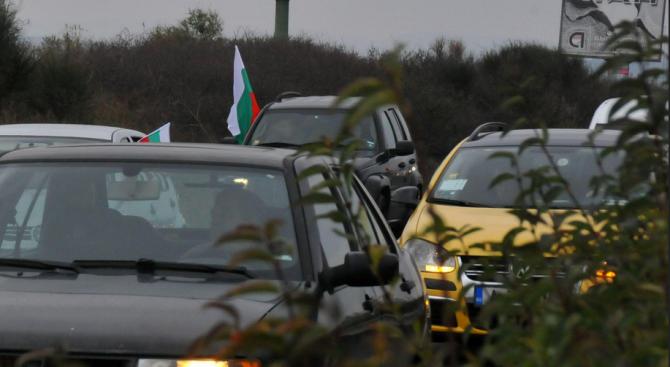 Интензивен е трафикът за леки автомобили на вход на ГКПП