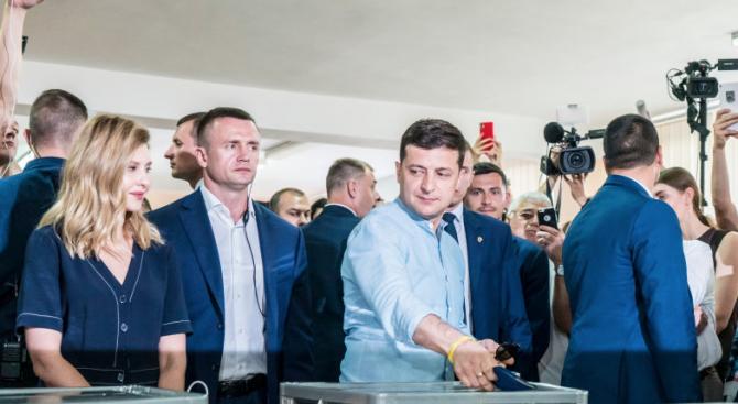 """Партията """"Слуга на народа"""" на президента Володимир Зеленски печели парламентарните"""