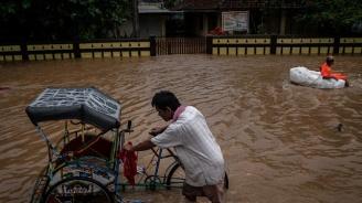 Расте броят на жертвите от наводненията в Непал