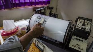 Земетресението в Индонезия е взело две жертви и е повредило десетки сгради