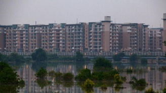 50 загинали и милиони пострадали при наводненията в Индия