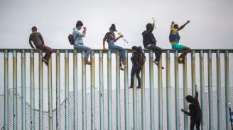 САЩ искат да отказват убежище на мигранти, които минават транзит през Мексико
