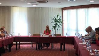 Ангелкова проведе работна среща в Златни пясъци с водещи туроператори