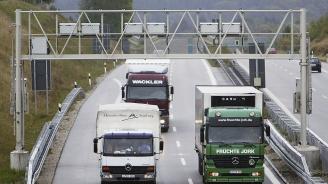 Камион със 17 тона какао се запали и затвори германска автомагистрала