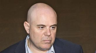 """Гешев: Служител на """"Военна информация"""" е бил изпратен да вози и информира бизнесмен в чужбина"""