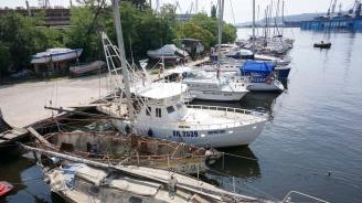 Собственици на лодки и яхти се събраха на протест във Варна