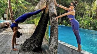 Райна тренира йога на Малдивите