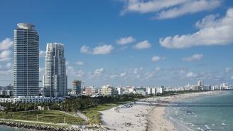 Човешка верига от 100 души спаси двама удавници във Флорида