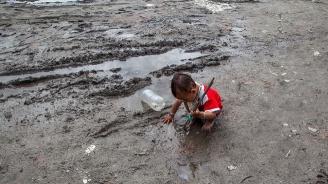 Мусонните дъждове взеха 270 жертви в Южна Азия