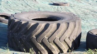 Дете е в тежко състояние, след като гума се стовари върху него