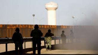 Пентагонът праща още 2100 военни по границата с Мексико